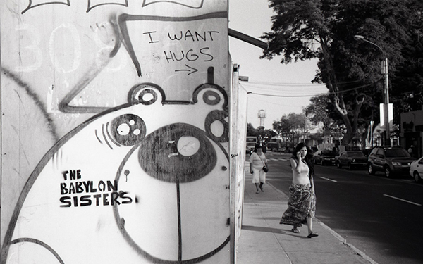 black and white street photos in Peru by John Fong