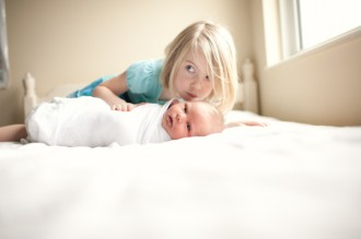newborn-with-sister-by-blythe-winslow