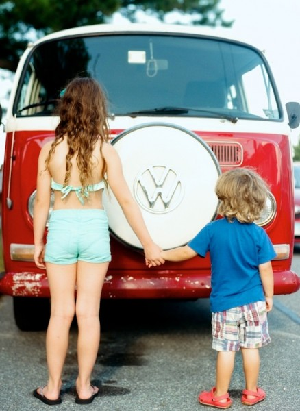 kids in front of VW bus picture by Amy Grace of A Beautiful Life