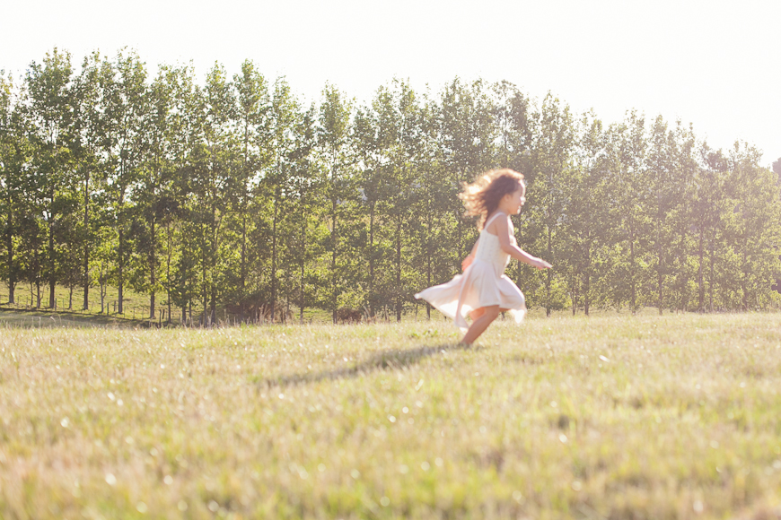 child running in a field picture by New Zealand photographer Sam Mothersole