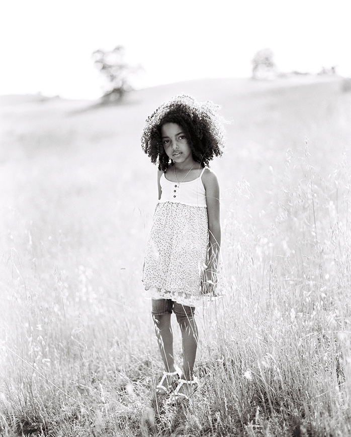 girl in field pic by san francisco bay area photographer kim tsui