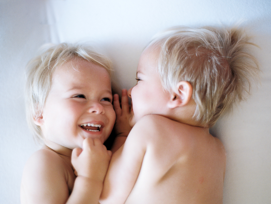 jennifer jacobsen's image of twin boys in bed