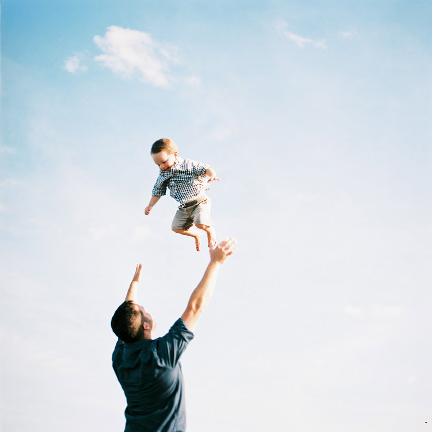 david waddell's pic of dad throwing kid in air