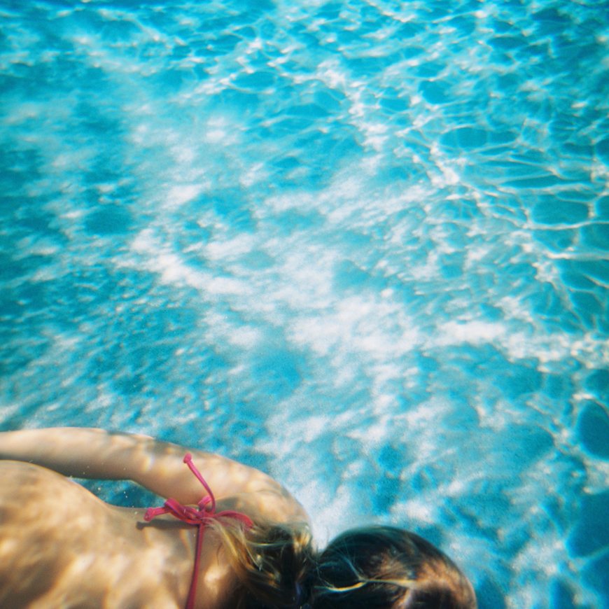wendy laurel's underwater photo of girl swimming-1