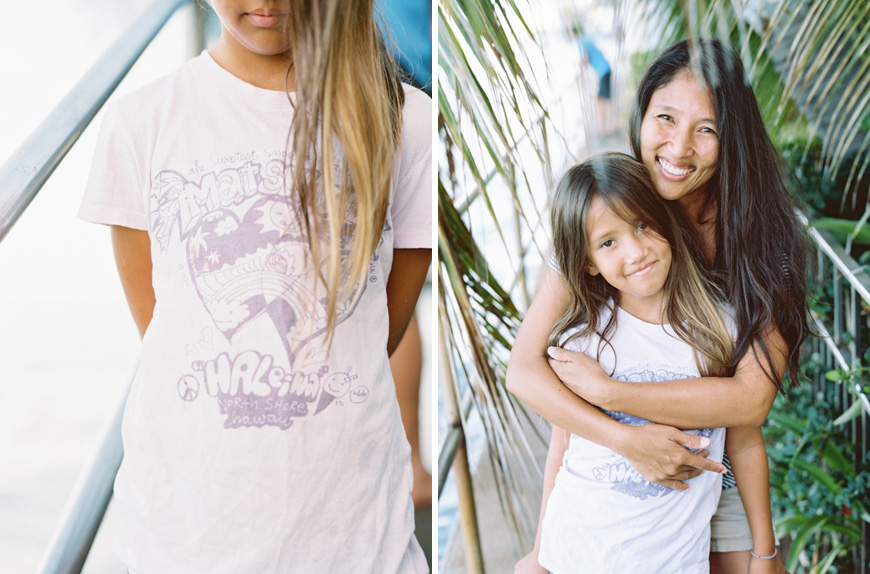 mom and daughter portraits in hawaii with shave ice shirt by photographer wendy laurel
