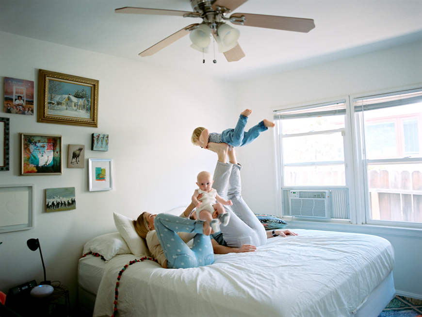 kauai photographer rachel thurston's image of family on bed flying son