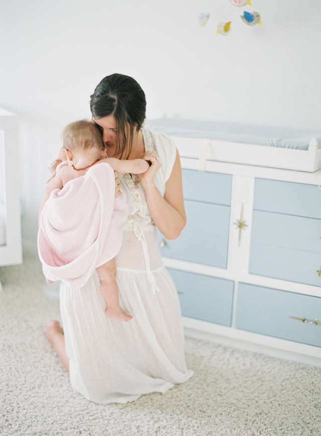 photographer Jessica Lorren holding her daughter Mae by Mi Amore Foto