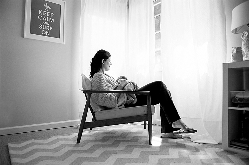 gorete ferreira photography's image of mom in chair with newborn in black and white