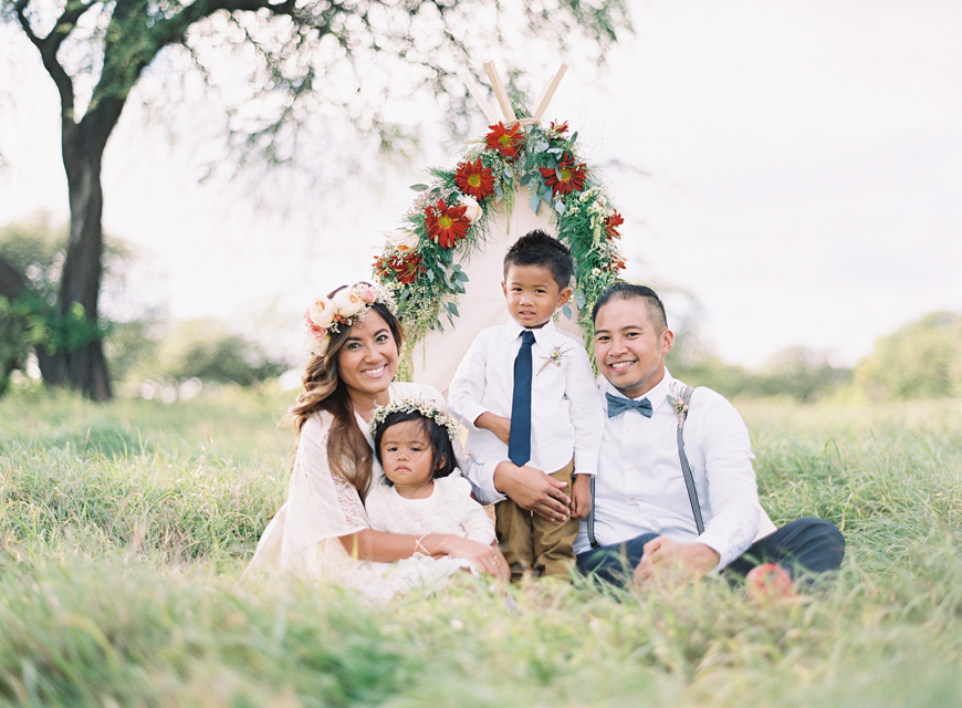 outdoor family photos by Hawaii photographer Alisa Greig
