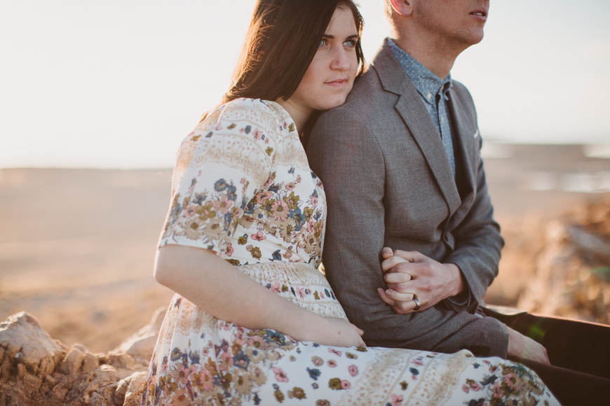 gorgeous hipster couple holding hands in utah desert by photographer kandice breinholt photography