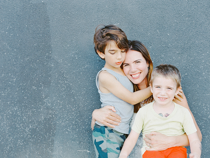 mom hugging her two boys image by photographer darcy benincosa