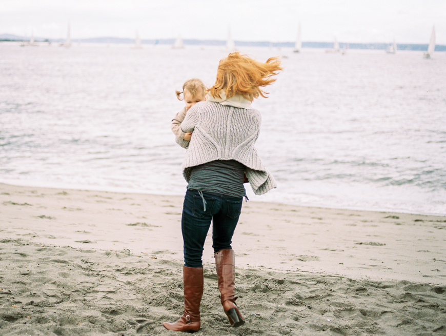 mom swinging little girl around by sf bay by photographer kim hildebrand