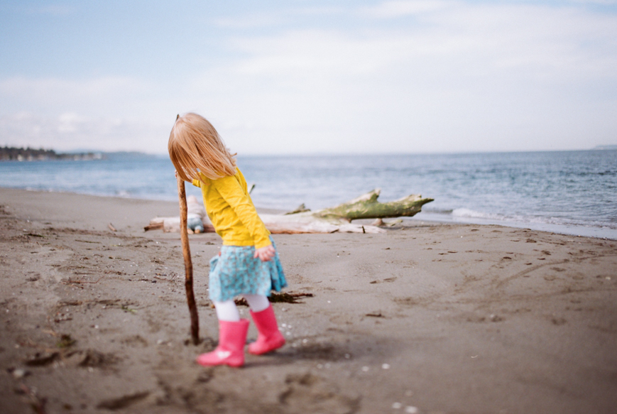amanda voelker photography image of girl in pink boots on beach