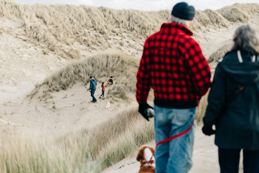 picture of family with dog on oregon coast by k dimoff photography