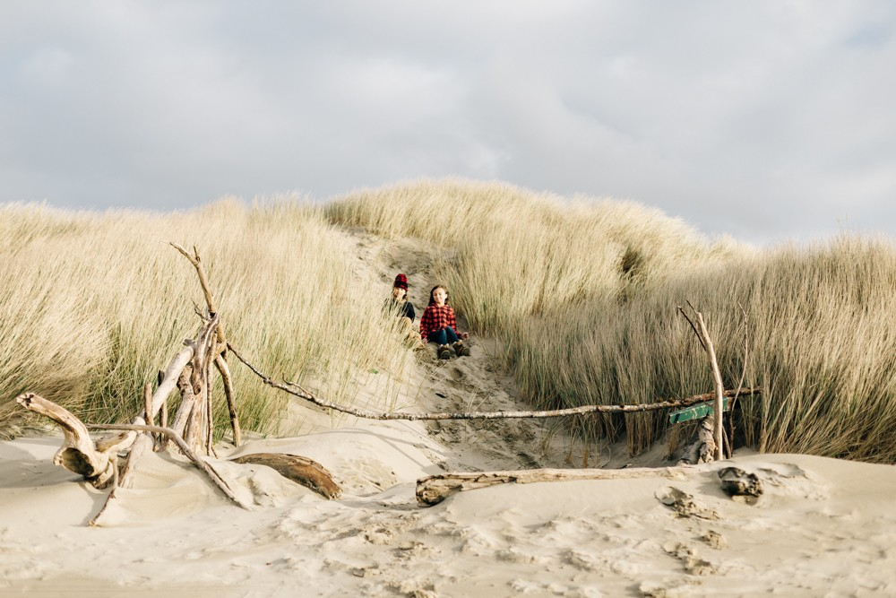 picture of girls on oregon coast at heceta beach by k dimoff photography