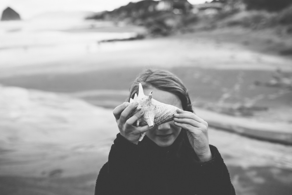 6 picture of girl with shell on cannon beach by photographer shelby brakken