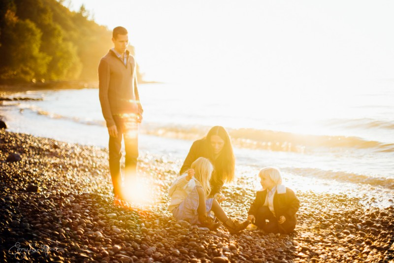 1 image of family of four on rocky beach Vancouver Family Photographer - Emmy Lou Virginia Photography-2