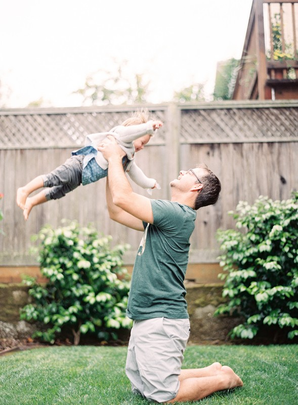 mi amore foto's film image with dad and little girl flying in air