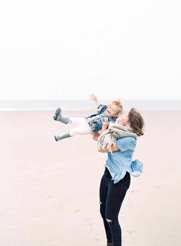 mi amore foto's image of jessica lorren and her daughter swinging on beach