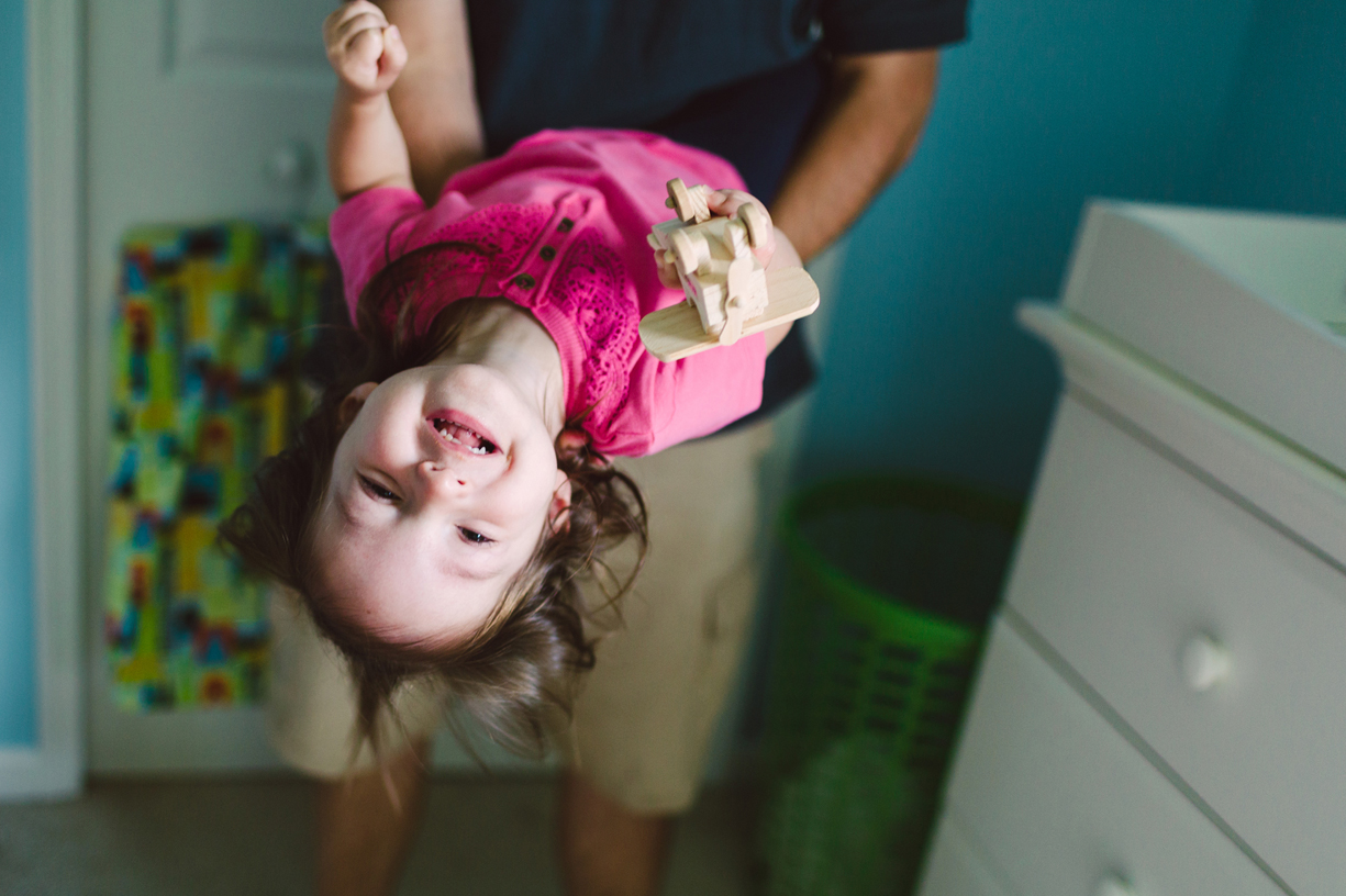 a photo of a child being swung around by her father by cleveland, ohio photographer antonieta esis