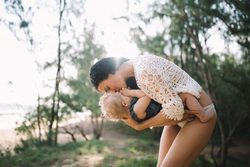 picture of mom holding and kissing daughter by Maui photog Cadence Feeley