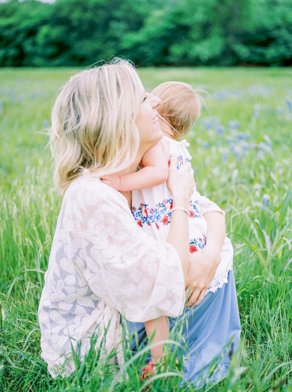 outdoor bluebonnet photos of mom and daughter in Texas by Lauren Brandon