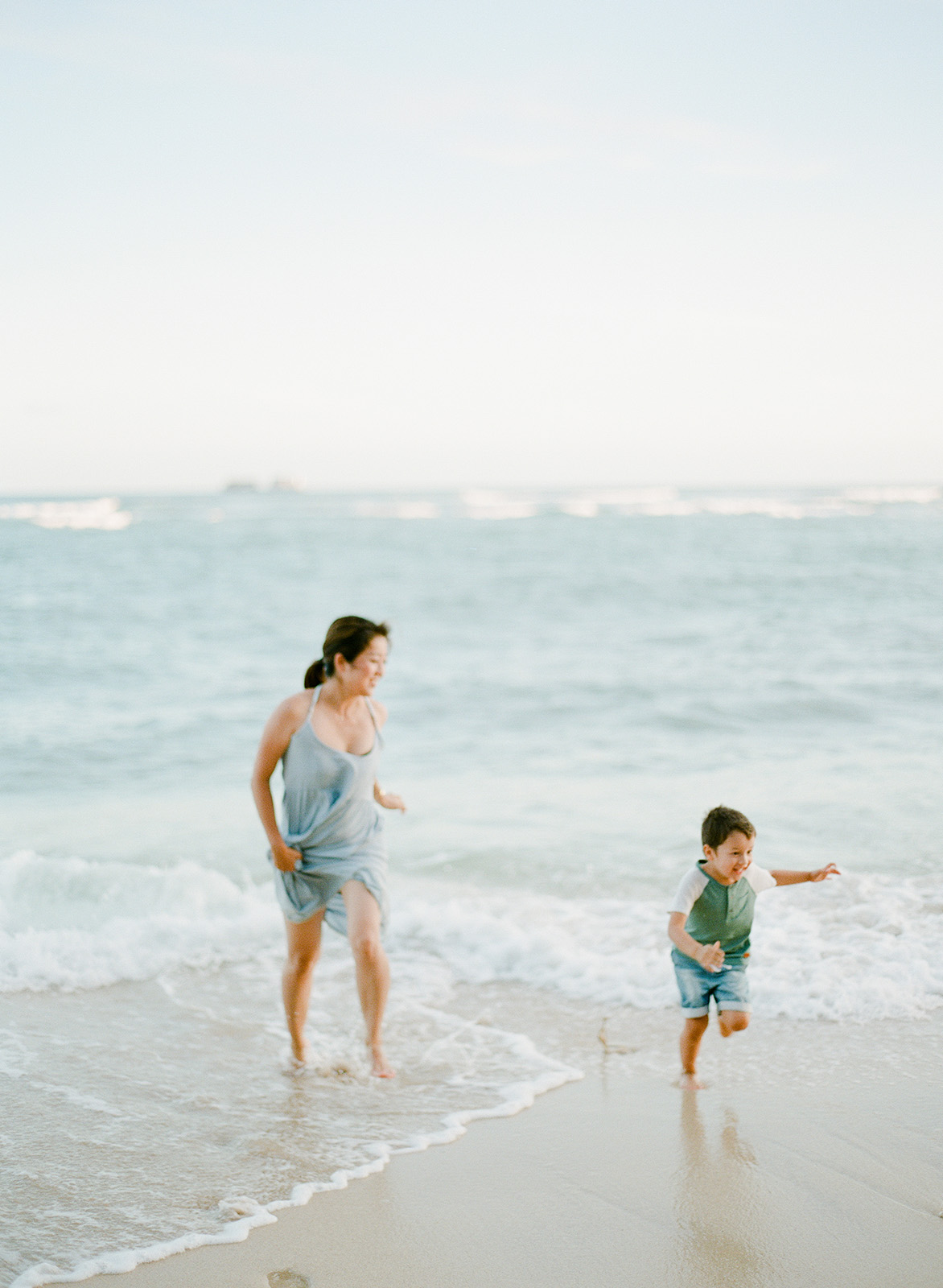 The prettiest Hawaii beach photo session you ever saw!