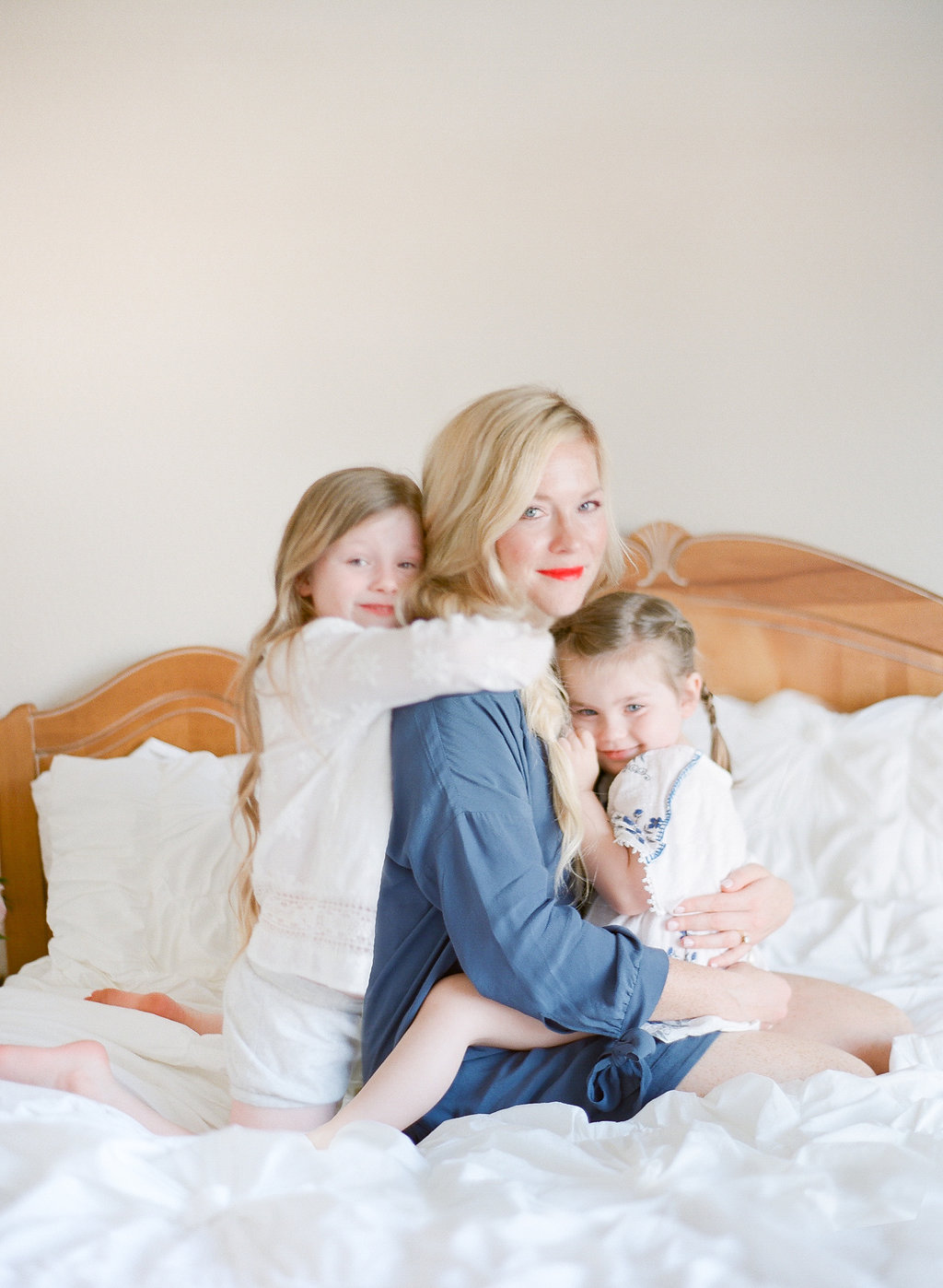 lifestyle family photo session by film photographer Tara Cronin